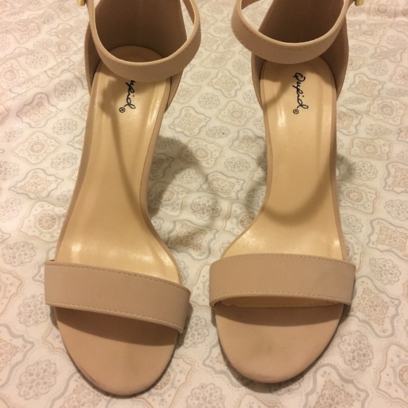 Qupid Shoes - Nude heels size 8